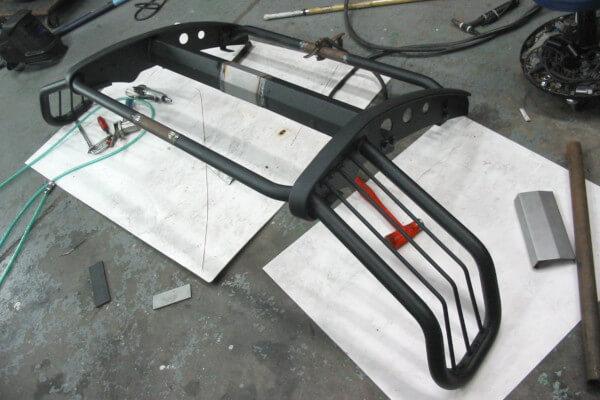 ハイエース200系ワイド用グリルガードの製作風景