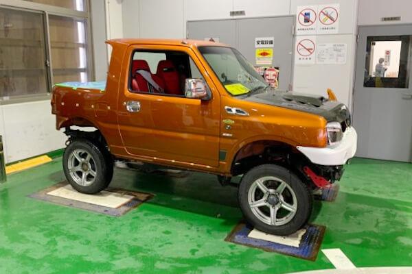 オープンカー(幌車)に改造されたジムニーJB23